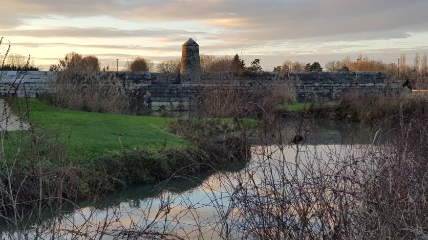 Teil des Grabens, heute ein Teich