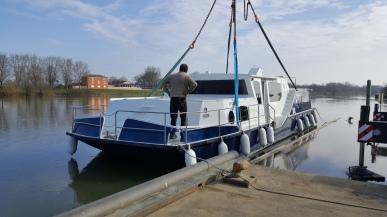 das Boot ist da wohin es gehört: im Wasser
