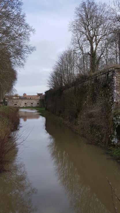 Festungsmauer am Burggraben