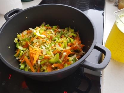 nach Beigabe des Gemüses weiterdünsten