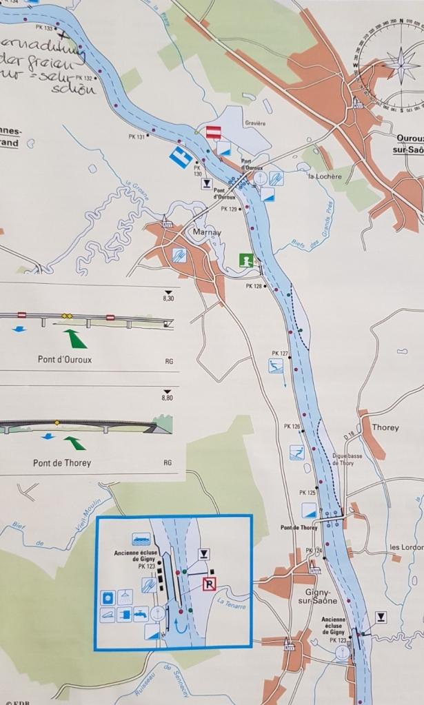 Das Beispiel einer Seite mit Flusskarte, Markierungen von Besonderheiten, Zeichnungen der Brücken etc. Auch die PK-Punkte sind zu erkennen, von Punkt zu Punkt ist immer 1 Kilometer