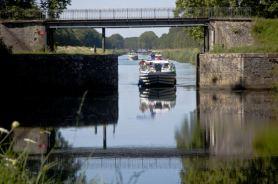 """die """"Porte de garde"""" vor Auxonne, diese dienen zur Sicherheitsregulierung des Kanals"""
