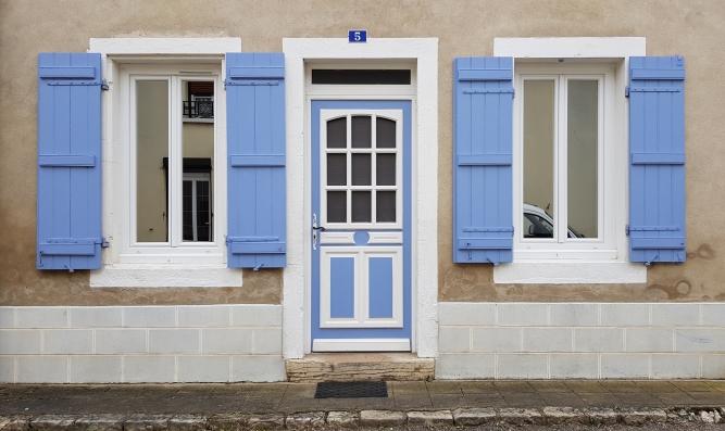 etwas Provence im Burgund! Lavendelblaue Fensterläden