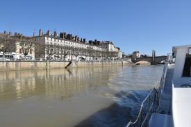 Der Quai am rechten Stadtufer