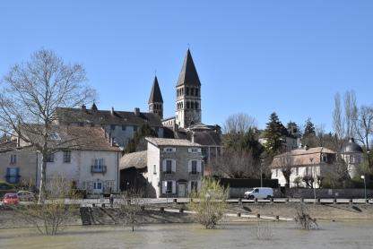 Die beiden Türme der Cluny-Abtei Saint-Philibert