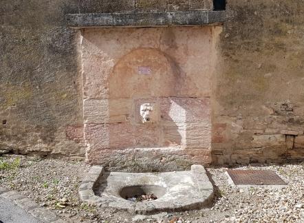 öffentlicher Brunnen