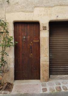 Hübscher Eingang mit Inschrift