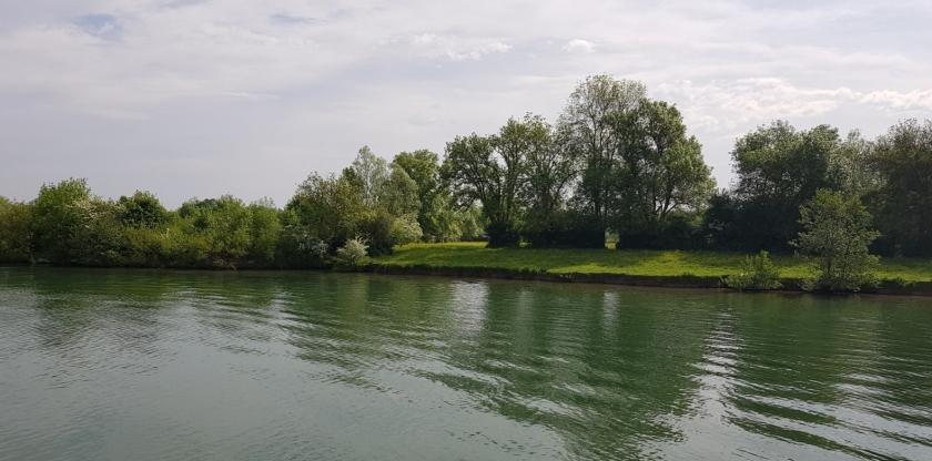 Grüne Landschaft und herrliche Blütendüfte in der Luft