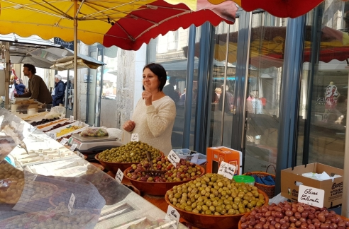 Olivenverkäuferin