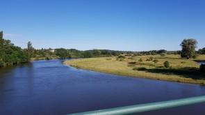 Mäander in der Loire-Ebene von der Brücke aus