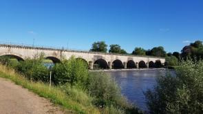 Die Kanalbrücke von Digoin über die och junge Loire