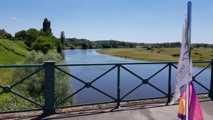 Auf der Kanalbrücke in Digoin: Die Loire vom Boot aus