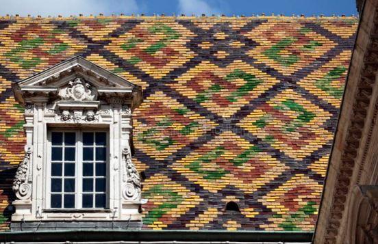 Typische Hausdächer, hier ein Dach in Beaune