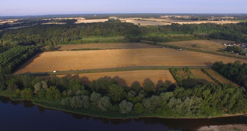 Nach den heissen Wochen ist alles schon abgeerntet, nur die Strohballen liegen noch auf den Feldern