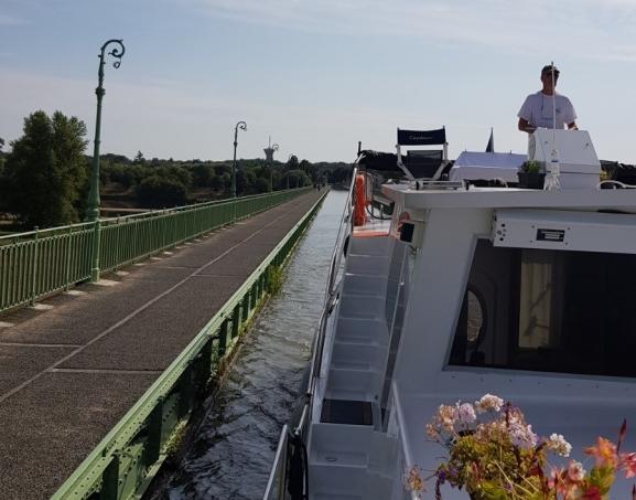 Blick auf der Kanalbrücke zurück Richtung Briare. Wir kommen wieder!