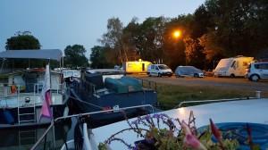 Wofür brauchen Camper noch so viele Autos? Einige haben regelrechte Wagenburgen aufgestellt