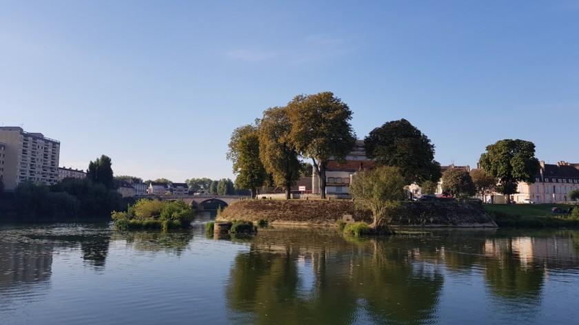 weg vom Hafen auf den Hauptarm der Saône