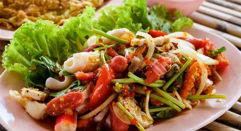 Teller mit leckerem Mischsalat - Essen ist schön