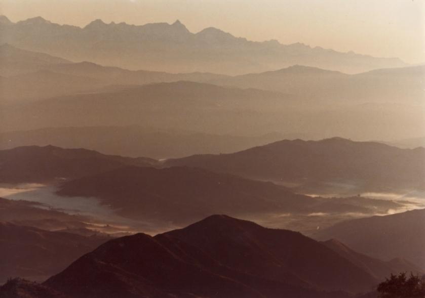 """Die """"Hills"""" von Nepal im Morgengrauen, Bergzüge, meist um die 2000 - 2500 Meter ü.M."""