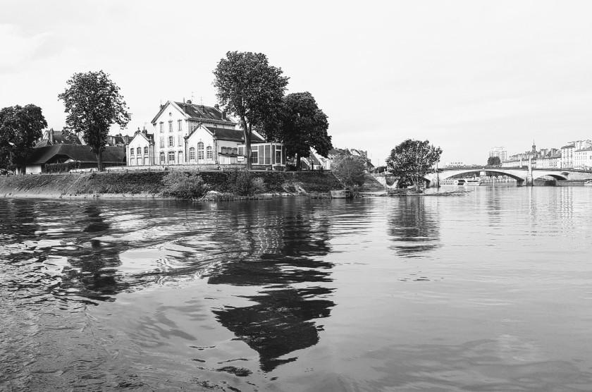 Hafenausfahrt von Chalon, Bild von 2019, in Schwarzweiss scheint es von 1919 zu sein!