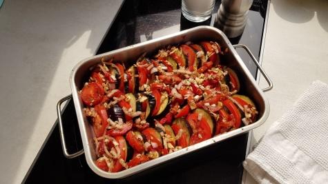 Das Gemüse geht gleich in den Ofen