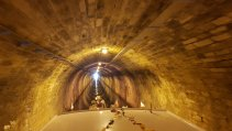 Gleich von Beginn an sieht man das Ende des Tunnels