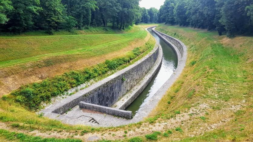 Die elegante Zugangsschlaufe zu einem der Tunnel