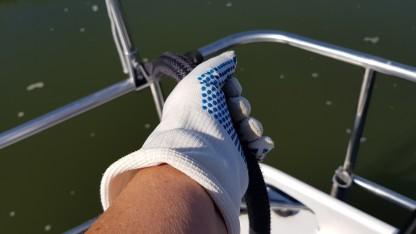 Arbeit an den Leinen: ohne Handschuhe sind die Hände sehr schnell rau und rissig!