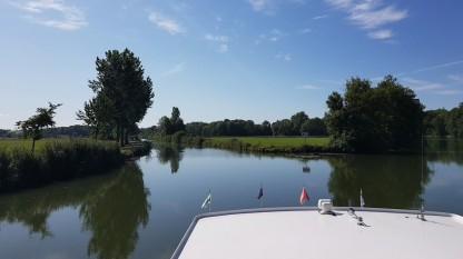 Wenn ein Kanal vom Fluss abzweigt ist die nächste Schleuse nicht weit!