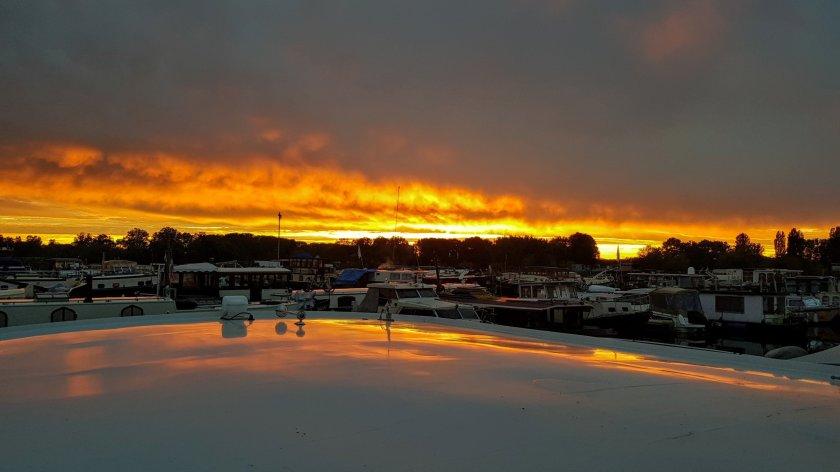 Die Sonne legt noch einen Zacken zu, der Himmel brennt