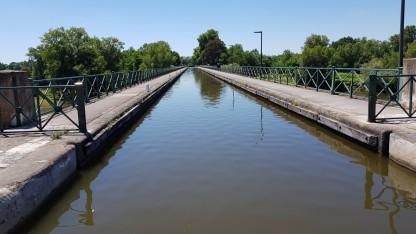Auf der Kanalbrücke in luftiger Höhe