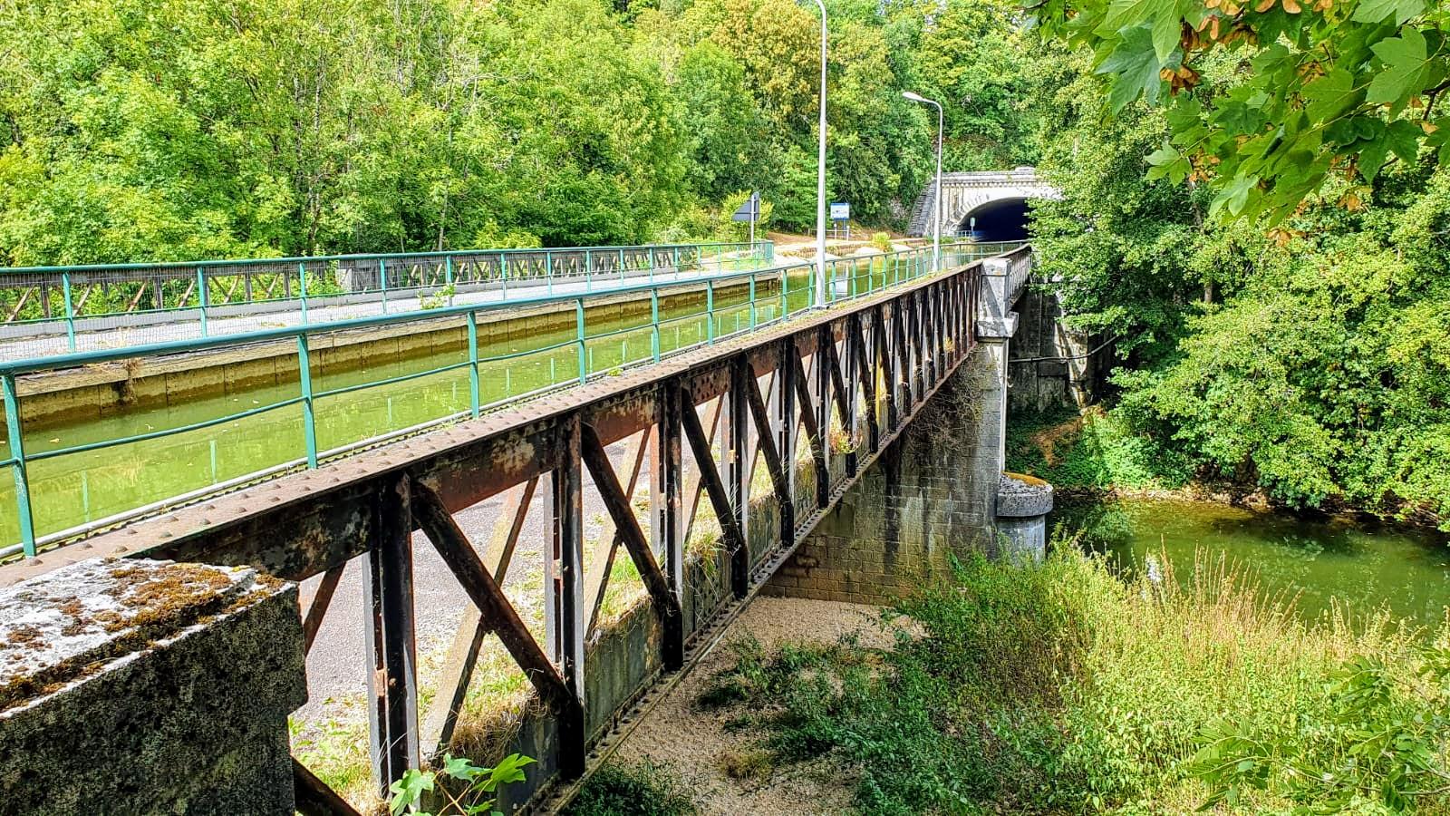 Die Kanalbrücke, ebenfalls begehbar