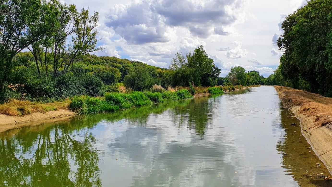 Der Wasserstand in der talseitigen Haltung nach uns, tief, tief!