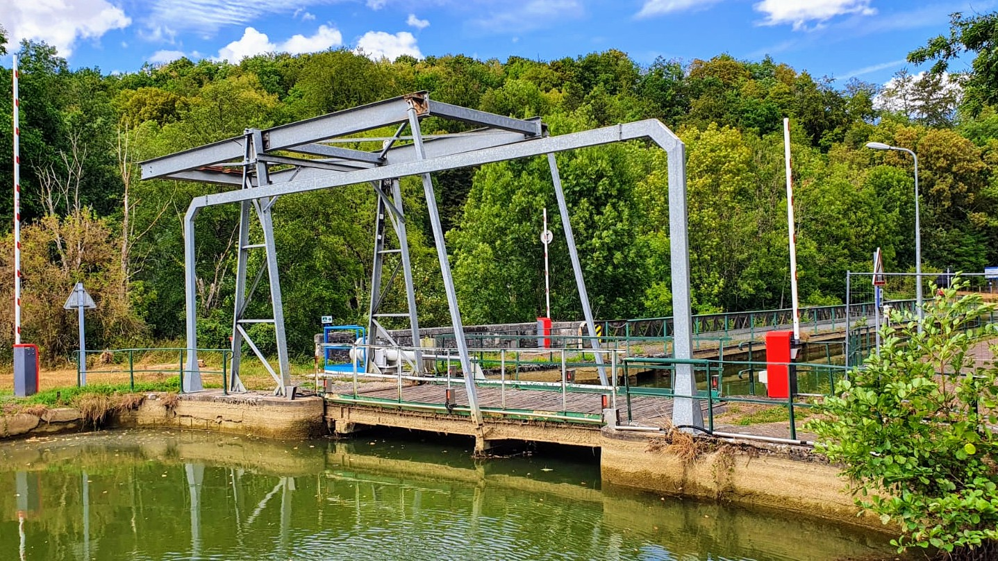 Die Hebebrücke für den Rad- und Fussverkehr