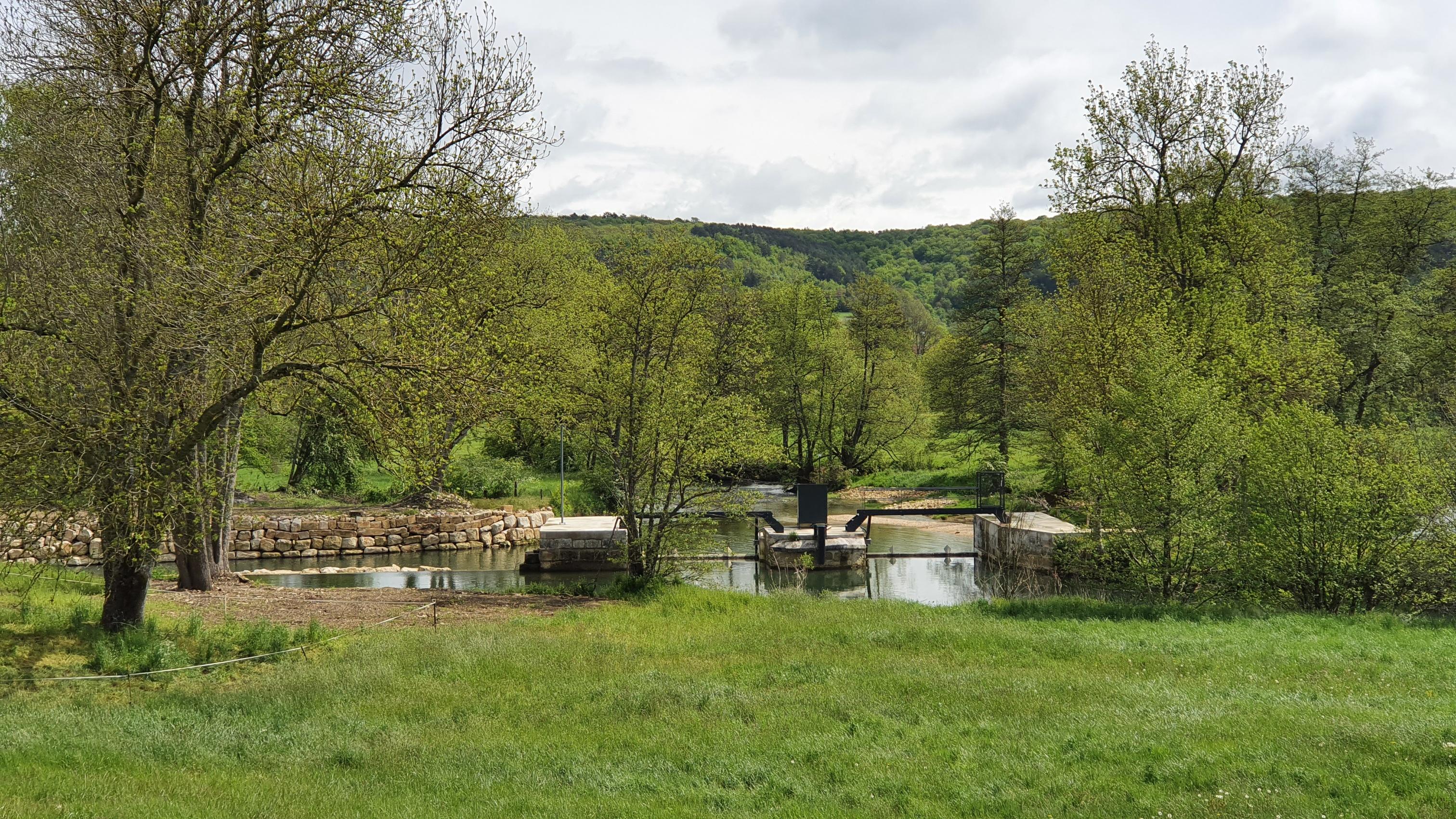 Die Schwelle der Marne bei Vraincourt. Gucken leider nur von Weitem erlaubt. Die dazugehörenden alte Mühle ist in Privatbesitz