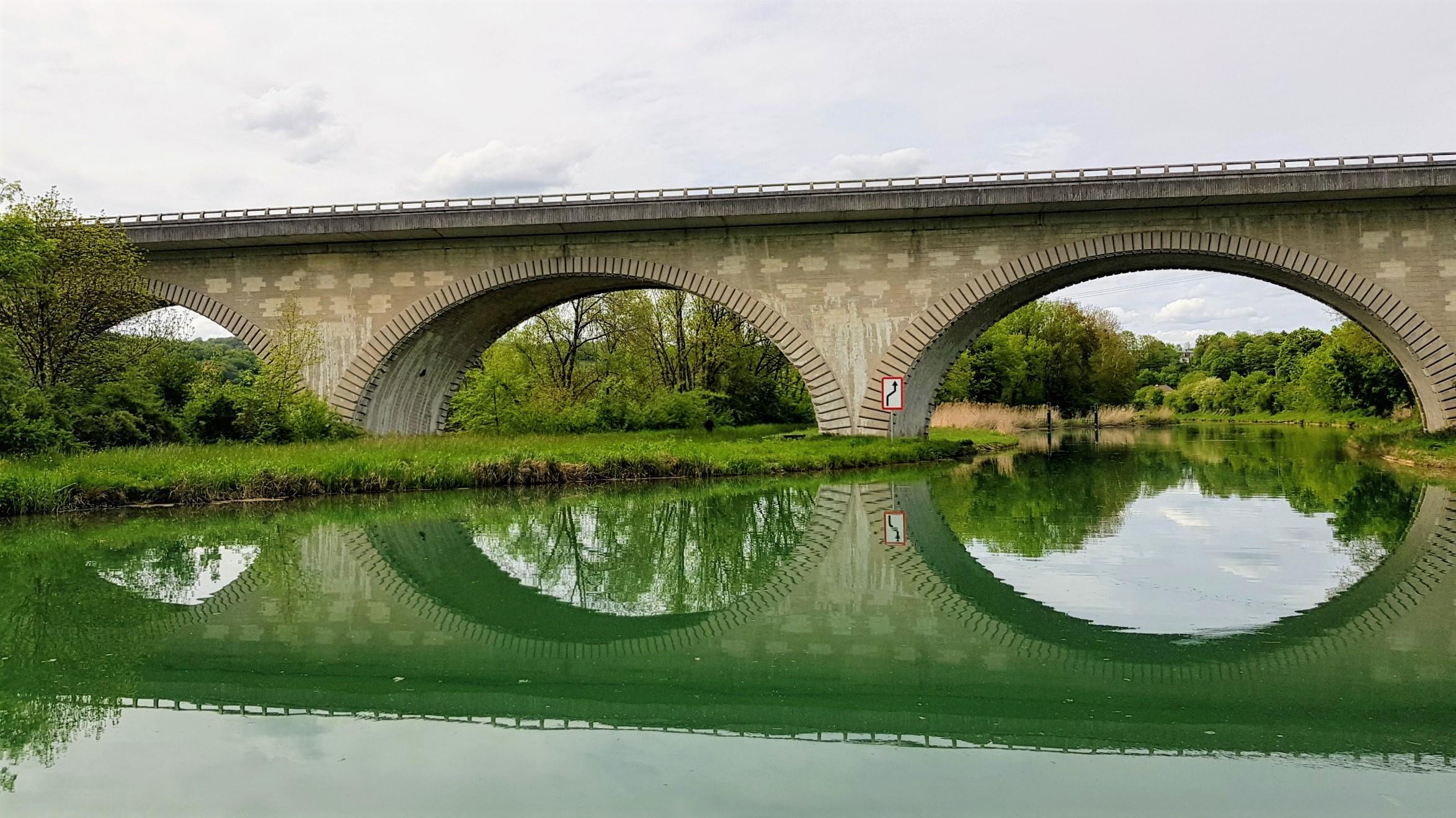 kurz vor Joinville ein vierbogiger Viadukt mit Stil