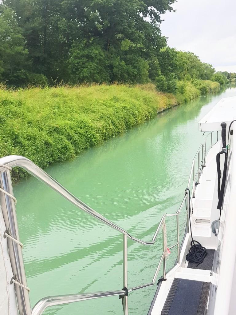 Nach ein paar Kilometer haben wir gletschergrünes Wasser!