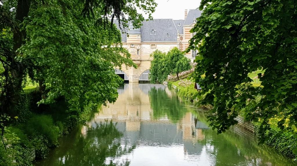 """Le Canal du Nau, im Park """"Petit Jard"""", fliesst unter dem Château du Marché durch"""