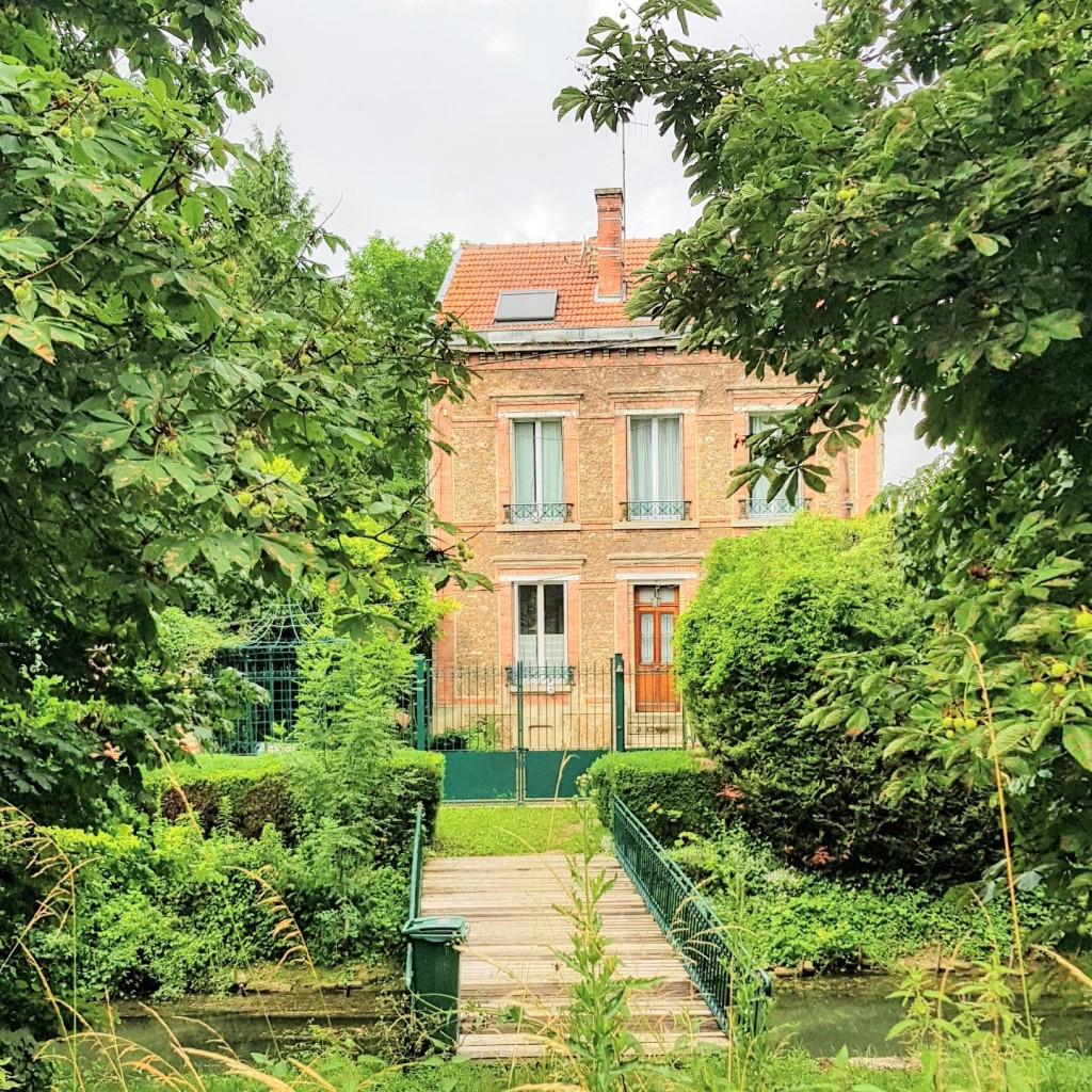 Exquisite Wohnlage an einem Seitenarm des Canal Louis XII, Zugang ausschliesslich über die eigene Brücke