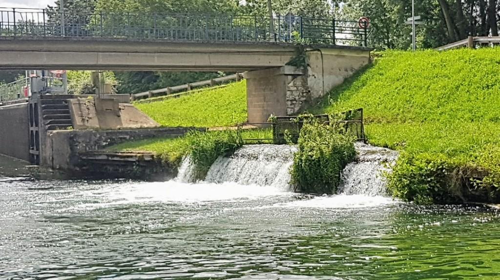 """Immer wieder muss der Kanal mit Wasser """"gefüttert"""" werden"""