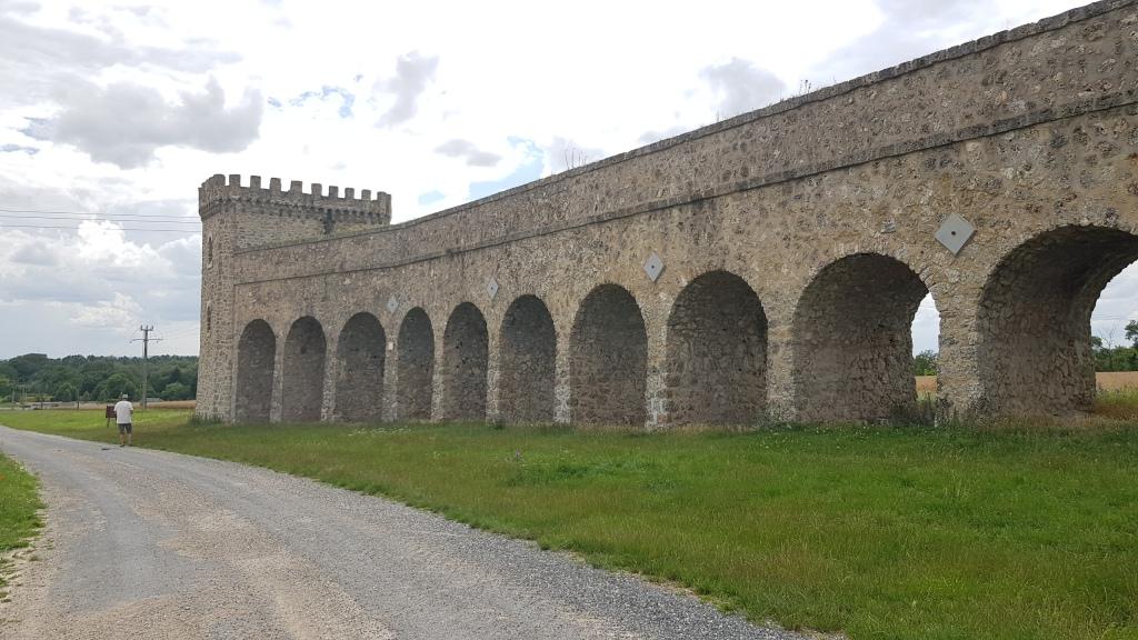 Der kastellartige Äquadukt in römischen Design