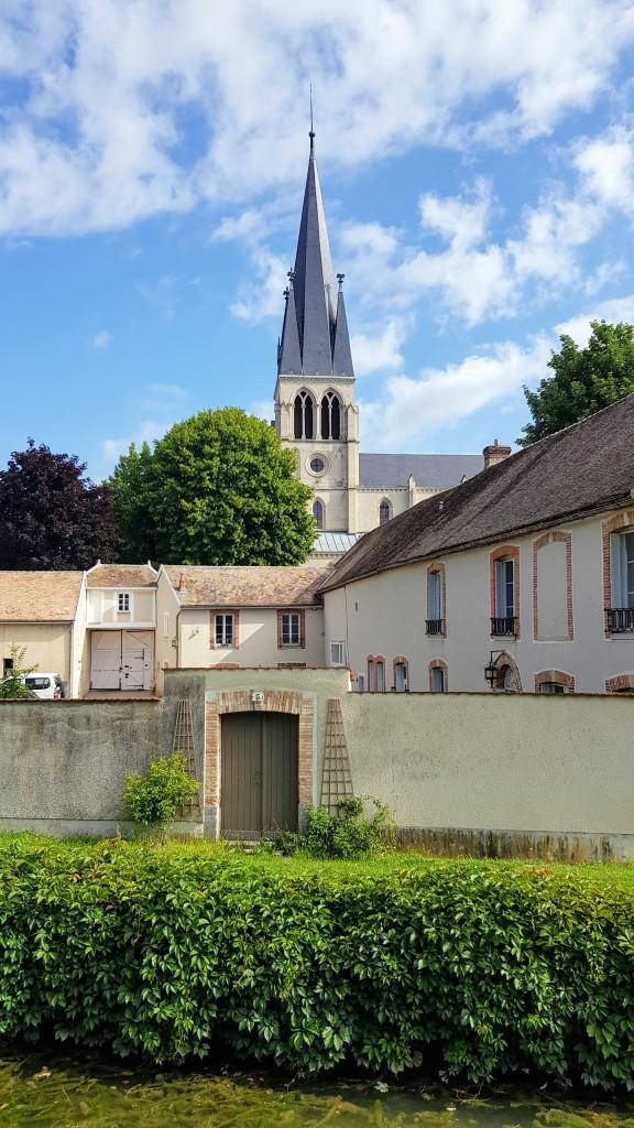 Wiederum grüsst die hübsche Kirche von Tours-sur-Marne