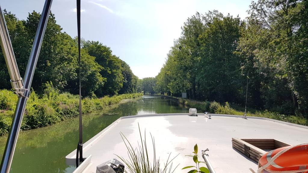 Der Marne-Seitenkanal, kurz vor der Abzweigung gegen Norden