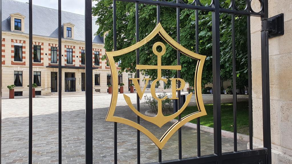 Hof und Gebäude der Veuve Cliqot, mitten in der Stadt