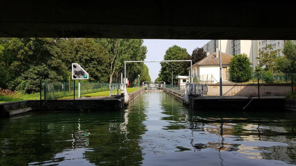 Schleuse in Reims, gleich nach grosser Brücke