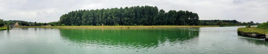 Der riesige Kreuzungs und Wendeplatz im Seitenkanal der Aisne