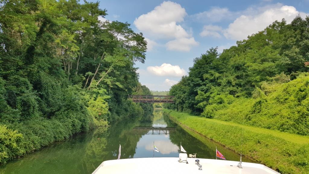 Der Oise-Aisnekanal: Ganz schön wild und abgelegen hier, kaum mal ein Dorf