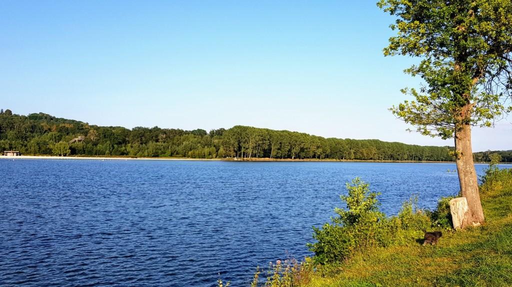 Pargny-Filain mit dem See, Dorf und Sommerfrischlern!