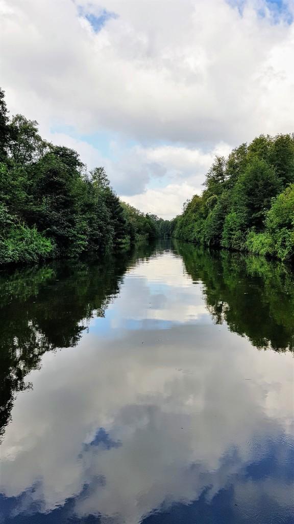 Es wir noch wilder und einsamer: Auf 30km nur Wald, keine Treidelpfade und nur ein Dorf mit Kai